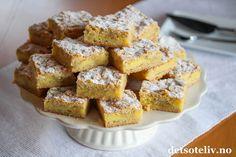 Dette er utrolig myke mørdeigskaker med vaniljefyllsom gir kakenkjempegod vaniljesmak. Oppskriften er svensk og kaken er veldig populær i Sverige. Prøv dem du også - de smelter på tungen! Oppskriften er til stor langpanne.