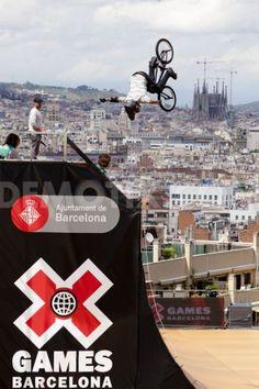 Una de las pruebas de los 'X Games Barcelona 2013', ubicada en un punto emblemático de la montaña de Montjuïc, ¡con unas vistas increíbles! #Bike #xGames #Barcelona. Foto de Pau Barrena