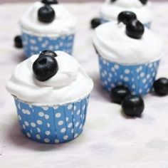 Blueberry and Cream Cupcakes. The combination of these sweet and juicy berries with the pillowy and sweet whipped cream just tastes amazing. Cupcake Recipes, Cupcake Cakes, Dessert Recipes, Diy Cupcake, Cupcake Ideas, Food Cakes, Martha Stewart Cupcakes, Just Desserts, Delicious Desserts
