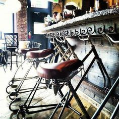 What a cool idea! Vintage bicycle seats make some stylish bar stools! Bicycle Cafe, Old Bicycle, Bicycle Shop, Bicycle Seats, Bike Shops, Bicycle Decor, Bicycle Design, Restaurant Design, Restaurant Bar