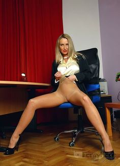 Pics from sexy leggy women wearing pantyhose, tights, nylons,........