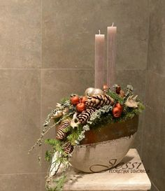 Pin by Francesca Manerchia on Natale composizione Christmas Flowers, Christmas Gift Box, Christmas Makes, Modern Christmas, Christmas Themes, Christmas Holidays, Christmas Wreaths, Christmas Crafts, Christmas Ornaments