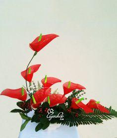 Hoa bàn hop (260k) Nylon Flowers, Diy Flowers, Fabric Flowers, Gerbera, Flower Making, Hana, Sculpture Art, Minis, Flower Arrangements