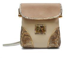 Comece a semana com uma mala da nova coleção! Start this week with a Cavalinho handbag from the new collection! Ref: 1100020