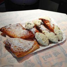 Best Cannoli in Sicily? http://www.breakfast-reviews.net/2012/trapani/leurobar-a-dattilo-per-il-miglior-cannolo-siciliano-nei-paraggi/