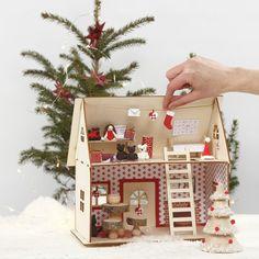Joulupukin talo on tehty kokoamalla 3D -talo ilman liimaa. Sänky ja työpöytä on tehty jäätelötikuista. Lelut on muotoiltu Silk Clay -massasta ja kaikki on järjestetty siististi joulupukin taloon. IDEA 15023