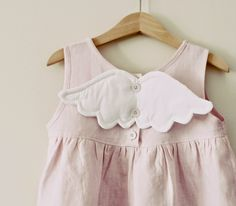 Detachable wings to fit over buttons on a top/dress. Via: maker*land. Baby Girl Dress Patterns, Baby Clothes Patterns, Little Girl Dresses, Girls Dresses, Baby Dresses, Dress Girl, The Dress, Toddler Fashion, Fashion Kids