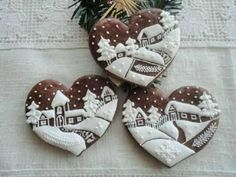 These Lebkuchen (gingerbread) cookie hearts are small works of art Fancy Cookies, Heart Cookies, Iced Cookies, Cute Cookies, Holiday Cookies, Cupcake Cookies, Sugar Cookies, Cookie Favors, Flower Cookies