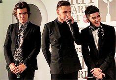 "One Direction Brits Gif #8 << I love how Harry's swaying really calmly like ""I kinda like this, good job Niall"""