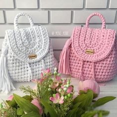 Best And Creative Crochet Bag Patterns 2019 - Page 30 of 39 - womenselegance. Best And Creative Crochet Bag Patterns 2019 - Page 30 of 39 - Womenselegance.Ideas for crochet bag free pattern Incredible Tips ForMake this quick crochet bagsHow T Crotchet Bags, Bag Crochet, Crochet Diy, Crochet Handbags, Crochet Purses, Knitted Bags, Crochet Backpack Pattern, Bag Pattern Free, Yarn Bag