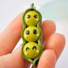 Tutoriel vidéo pour faire des petits pois Kawaii en pâte Fimo. Mélangez du vert avec un peu de jaune pour le rendre plus clair... Tuto Fimo Débutant