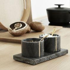 "344 Me gusta, 5 comentarios - Hübsch (@hubschinterior) en Instagram: ""// SALT & PEPPER // Black marble salt and pepper bowls. Put them on the dining table, ready for…"""