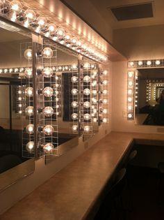 Trendy Makeup Room Backstage - Make-up-Zimmer Vintage Dressing Rooms, Chill Room, Dressing Room Design, Theatre Makeup, Makeup Rooms, Green Rooms, Backstage, Lights, Interior