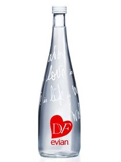 Botella de agua mineral diseñada por Diane von Furstenberg