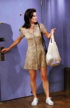 Controversial Opinion: Monica Was The Best-Dressed Character On 'Friends' Rachel Green might have been more beloved, but we firmly believe that Monica Geller (Courteney Cox) was the best dressed character on 'Friends. Outfits 90s, 90s Inspired Outfits, Tv Show Outfits, Friend Outfits, Mode Outfits, Fashion Outfits, Friends Rachel Outfits, 90s Outfits For Women, New Girl Outfits