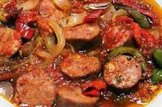 Spetsofai, traditional greek stew with sausages and peppers Cookbook Recipes, Meat Recipes, Cooking Recipes, Tapas, Food Network Recipes, Food Processor Recipes, Cetogenic Diet, Cyprus Food, Greek Appetizers