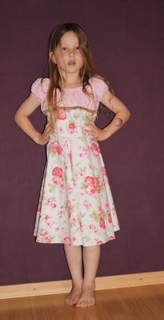Jolinas Welt: Der Einschulungskleid Testlauf Elodie von farbenmix