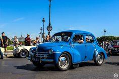 #Renault #4CV à la Traversée de #Paris en #Voitures #Anciennes #TdP2015 Article original : http://newsdanciennes.com/2015/08/03/grand-format-news-danciennes-a-la-traversee-de-paris-2/ #Cars #Vintage