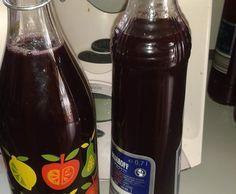 Traubenlikör (Weintraubenlikör aus roten Trauben)
