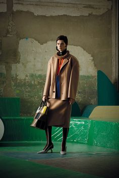 See the complete Marni Pre-Fall 2017 collection.