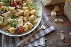 """Gnocchi | Pignoli | Kräuter | Getrocknete Toamten | Jungzwiebel"" Portobello, Gnocchi, Cantaloupe, Potato Salad, Potatoes, Fruit, Ethnic Recipes, Food, Drying Herbs"