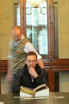 Love how the camera blurs out the guy behind Tom but focuses exactly on Tom! Even cameras can't stop looking or flashing pics of him