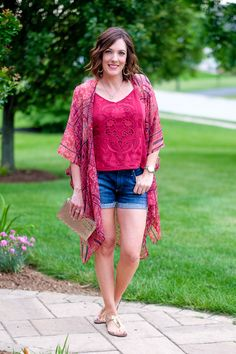 kimono outfit with denim shorts and embroidered tank -- a stylish street chic summer outfit for your summer style inspiration!