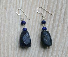 Een persoonlijke favoriet uit mijn Etsy shop https://www.etsy.com/nl/listing/480448672/raw-lapis-lazuli-facet-earrings-diamond