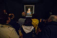 Our critic wont weigh in on the paintings authenticity but he will tell you what he saw: a blank-eyed Christ meek and monotonous. by JASON FARAGO - Source: The New York Times New York Times Arts, Ny Times, Salvator Mundi, Van Gogh Paintings, Pointillism, Love Painting, Im In Love, Celebrity News, Mona Lisa