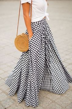 When in Paris… How fun is this gingham skirt outfit? We love how fun and playful this look is! Looks Chic, Looks Style, My Style, Mode Outfits, Fashion Outfits, Womens Fashion, Fashion Trends, Skirt Fashion, Fashion 2016