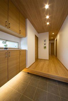 ホームラボの注文住宅・事例紹介「和の趣、やわらかな空間がここちいい家」です。写真や間取り、価格など、詳しい事例をご覧いただけます。注文住宅のことなら注文住宅の総合情報サイト・ハウスネットギャラリー Japanese Door, Japanese House, Main Door Design, Entry Way Design, Entrance Lighting, Interior Lighting, House Entrance, Entrance Doors, Minimalist Architecture