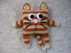 Ravelry: Little Pillow Pal - 1 of 12 - Cat pattern by Julie Lapalme Cute Pillows, Kids Pillows, Animal Pillows, Basic Crochet Stitches, Crochet Basics, Crochet Patterns, Crochet Designs, Crochet Cushions, Crochet Pillow