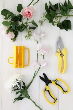 IHeart Organizing: UHeart Organizing: Florals for the Home - tips/tricks/tools for making bouquets for the home.