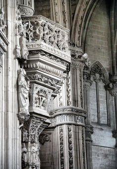 http://guias-viajar.com/madrid/ Decoración en la iglesia del Monasterio de San Juan de los Reyes en Toledo
