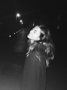 Bad Girl Aesthetic, Aesthetic Photo, Aesthetic Pictures, Grunge Photography, Photography Poses Women, Shotting Photo, Cute Poses For Pictures, Black And White Aesthetic, Instagram Pose