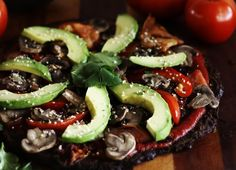 <p>This Raw Vegan Pizza is  approximately 1,723 times better than store-bought, and you have an excuse to make the best pizza ever.</p>