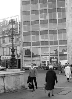 The Film Centre, O'Connell Bridge House, 1970 Dublin Street, Dublin City, Old Pictures, Old Photos, Sing Street, Brutalist, Beautiful Buildings, Belfast, Ireland