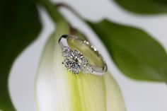 Dazzling 2 Carat Ring in 18 K Gold and 2 heart shaped Diamonds made by Edel+Metall Munich