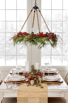 Go for rustic accent pieces like holly and pinecones Christmas Table Settings, Christmas Tablescapes, Christmas Centerpieces, Farmhouse Christmas Decor, Primitive Christmas, Rustic Christmas, Christmas Tree Box Stand, Diy Christmas Tree, Christmas Wreaths