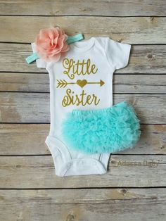 Dress your little princess up in this super cute peach, mint and gold Little Sister outfit. This listing is for bodysuit, ruffle butt bloomers and headband as seen in photo. Perfect for taking your ba Little Girl Outfits, Toddler Outfits, Baby Outfits, Kids Clothing Brands List, Teen Clothing, Gold Outfit, Glitter Outfit, Best Baby Shower Gifts, Take Home Outfit
