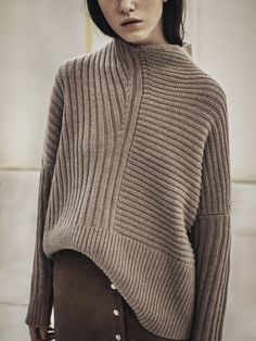 chunky knit sweater with suede skirt. Knitwear Fashion, Knit Fashion, Look Fashion, Fashion Mode, Petite Fashion, Curvy Fashion, Fashion Details, Daily Fashion, Womens Fashion