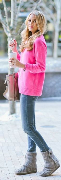 New Fashion Ugg Boots and Pink Blouse Simple Fall Look, looks very comfy Cosy Winter Outfits, Cozy Winter, Winter Shoes, Fall Winter, Look Fashion, New Fashion, College Fashion, Fashion Pants, High Fashion