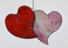 Deux cœurs amoureux ! Cest vraiment beau verre - la caméra ne peut pas attraper liridescence de la surface de la rose. Opale blanc irisé rose et un