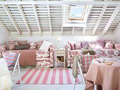 Un coqueto #dormitorio para tres hermanas #infantil #buhardilla