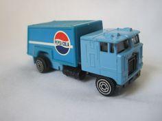 Antique Vintage Pepsi Cola Advertising Truck Tin Toy Coca Cola, Carolina Do Norte, Diet Pepsi, Soda Drink, Vintage Soft, Tin Toys, Fun Drinks, Trucks, Antiques
