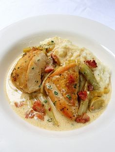 A dish for the recipe books! Creamy Low-Carb Chicken Breasts, Fennel & Bacon with a Cauliflower and Nutmeg Mash Banting Diet, Banting Recipes, No Carb Recipes, Low Carb Chicken Recipes, Healthy Dinner Recipes, Diet Recipes, Cooking Recipes, Keto Chicken, Creamy Chicken