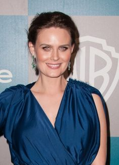 Emily Deschanels easy pulled back hairstyle