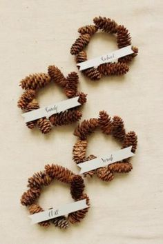 DIY Holiday Place Cards: Mini Pinecone Wreath