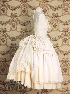 It's so rare to see Lolita dresses with a more traditional bustle. I love this so much!