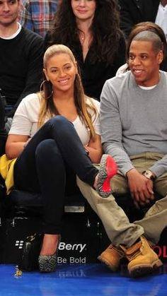 O rapper Jay Z com sua Yellow Boot e Beyoncé   Winter Trends for Men | Mens hiking boots | mens fashion | mens style